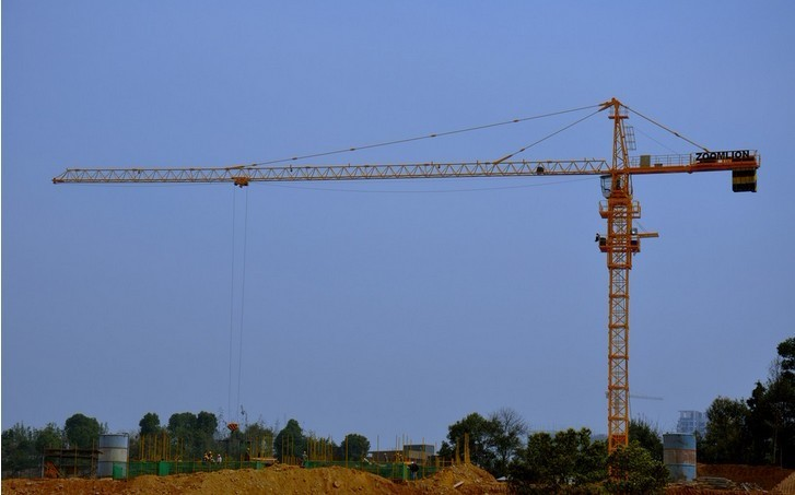 12ton Potain Tower Crane / Luffing Crane with 101m Height Under Hook 7032 Stationary Attached